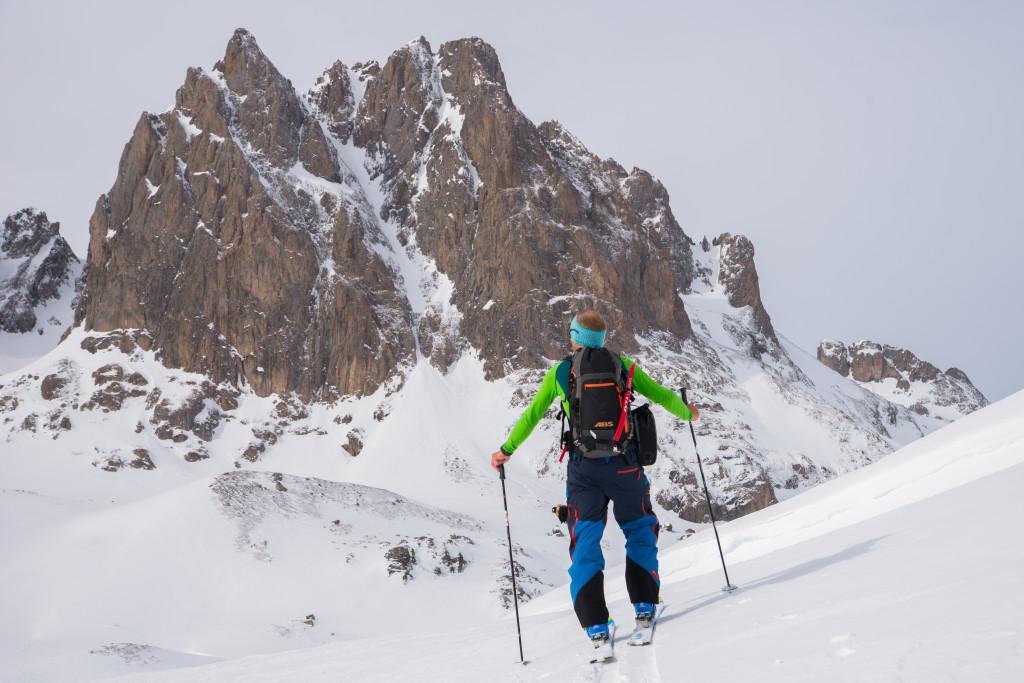 1- Tim sur la montée dans une ambiance magnifique au col de l aiguille noire